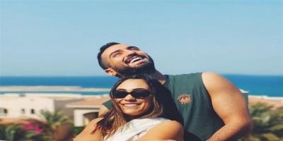 محمد الشرنوبي يوجه رسالة رومانسية لخطيبته راندا رياض