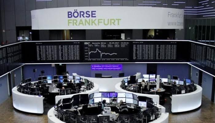 بورصة أوروبا تتراجع بفعل بيانات اقتصادية سلبية