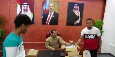 أمن عدن يتسلم كمامات من الإمداد والتموين العسكري (صور)