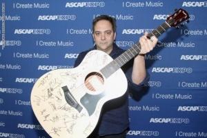 وفاة الموسيقي آدم شليزنجر بسبب فيروس كورونا