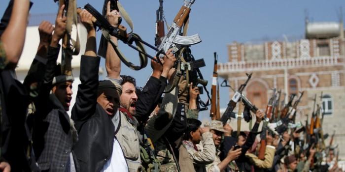 """""""الشرق الأوسط"""": الحوثيون يخفون السلع ويرفعون الأسعار والإتاوات"""