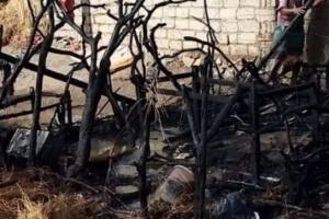 مليشيا الحوثي تحرق منزلا في حيس