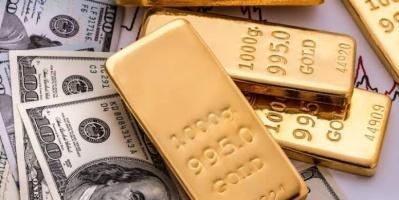 الذهب يهبط والدولار يواصل رحلة مكاسبه بفعل تدافع المستثمرين صوب الأمان