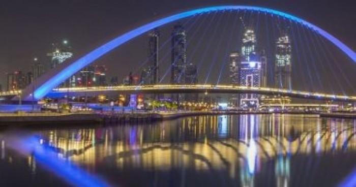 احتفالاً باليوم العالمي للتوحد.. دبي تتزين باللون الأزرق