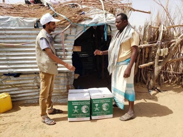 مساعدات سعودية لـ2400 نازح في مأرب
