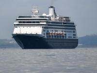 """سفينة """"كورال برينسيس"""" الموبوءة ترسو في سواحل ميامي"""