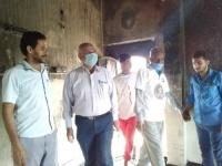 """""""انتقالي عدن"""" يؤازر الأسرة المنكوبة بسبب الحريق (صور)"""