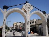 اللجنة الشعبية الفلسطينية تتسلم مساعدات غذائية وطبية