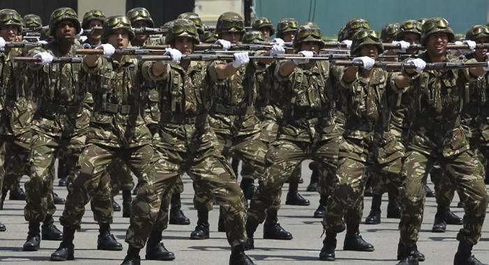 الجيش الجزائري يتسلم أول شحنة معدات طبية قادمة من الصين