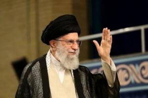 صحفي: الأوضاع سيئة في طهران.. وخامنئي منشغل بصواريخ الحوثي وحزب الله