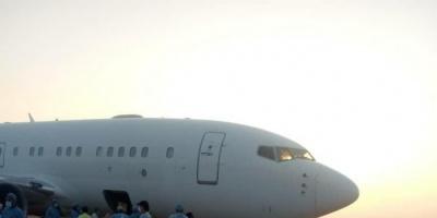 وصول طائرة إماراتية محملة بمواد وقائية وطبية إلى سقطرى (صور)