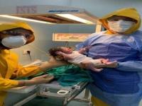 من العزل إلى غرفة الولادة.. قصة ولادة أول طفل مصري من أم مصابة بكورونا