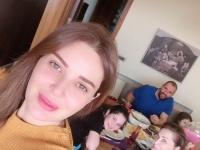 """""""الكورونا ما رح تغير بجمعتنا"""".. هكذا احتفلت سيرين عبدالنور بأحد الشعانين"""