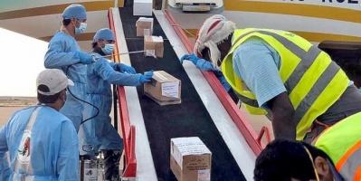 """""""خليفة الإنسانية"""" تعقم شحنة المساعدات الطبية الإماراتية"""
