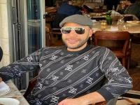 محمد إمام يشارك جمهوره بصورة نادرة تجمعه بوالده الزعيم عادل إمام