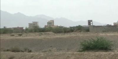 شاهد.. مليشيا الحوثي تتحصن في منازل المهجرين بحيس