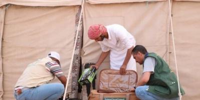 250 حقيبة إيواء للنازحين إلى مأرب