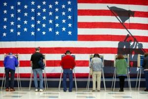 ولاية أمريكية تتحدى «كورونا» وتجري انتخابات للحزب الديمقراطي