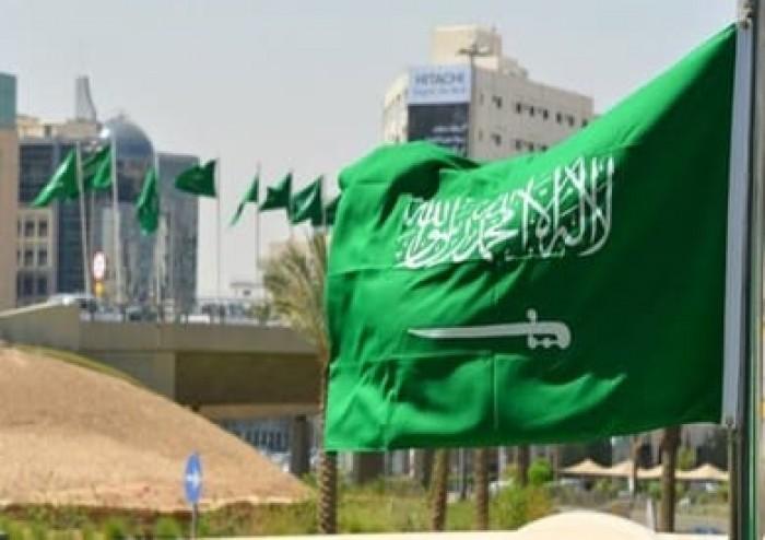 السعودية.. عاصفة ترابية ورياح قوية تتسبب في سقوط أعمدة الكهرباء واقتلاع الأشجار