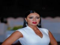 بالفيديو.. رانيا يوسف تقضي وقت الحجر المنزلي في القراءة
