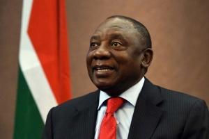 بخصم راتب شهر.. رئيس جنوب أفريقيا يعاقب وزيرة خرقت حظر التجول