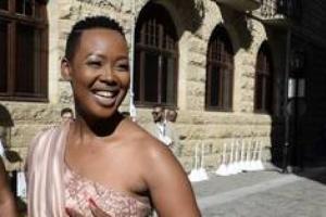 رئيس جنوب أفريقيا يعاقب وزيرة بسبب «كورونا»