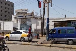 الأجهزة الأمنية تبدأ تأمين مبنى السلطة المحلية بالشيخ عثمان