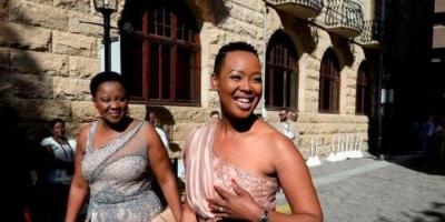 في جنوب أفريقيا.. الرئيس يعاقب وزيرة بخصم شهر لخرقها إجراءات العزل الصحي