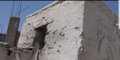 ليلة دموية في حيس بـ50 قذيفة حوثية (فيديو)