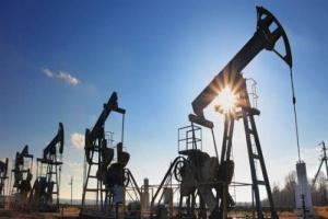 النفط يرتفع 10% بعد أنباء حول الاتفاق على خفض الإنتاج
