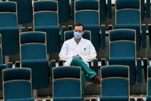الأطباء الإيطالية تعلن الحداد على 100 من أعضائها توفوا جراء الإصابة بكورونا