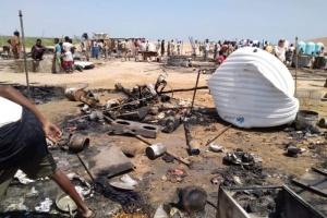 لجنة تحقيق بحريق مخيم النازحين في المهرة (صور)