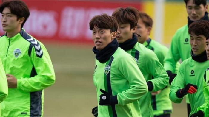 مدافع تشونبوك يأمل في الفوز بدوري أبطال آسيا