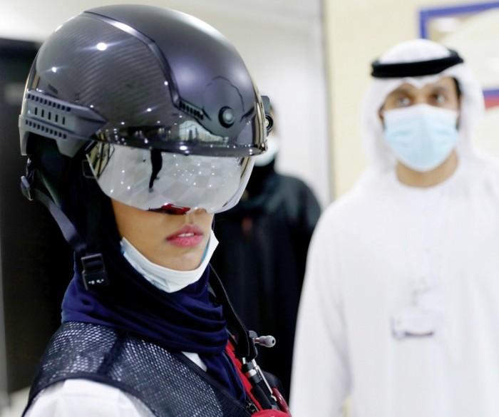 """هكذا وظفت دبي """"الخوذة الذكية"""" للكشف عن إصابات كورونا"""