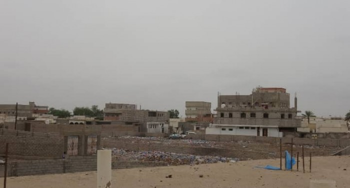 مدفعية الحوثي تقصف المدنيين في التحيتا