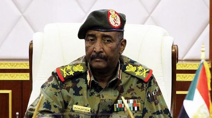 البرهان يتهم أحزابًا سياسية بتشكيل خلايا داخل الجيش
