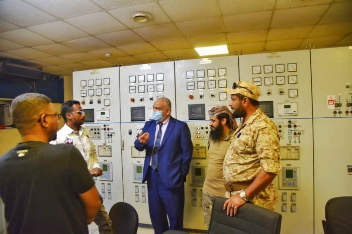 لمتابعة إعادة التيار.. الوالي في محطة كهرباء المنصورة