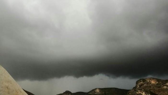 الطقس يحذر من التواجد بمجاري السيول