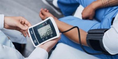 هل مريض الضغط أكثر عرضة من غيره بالإصابة بكورونا؟