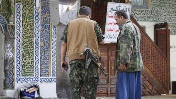 مليشيا الحوثي تحتجز مصلين في مسجد بعد الاشتباه بحالة كورونا