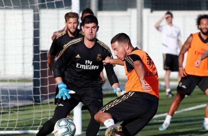 وصول لاعبي ريال مدريد إلى فالديبيباس لإجراء اختبارات كورونا