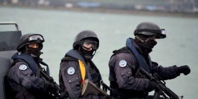 دورية أمنية بتونس تعثر على مخدرات بصناديق قذفها موج البحر