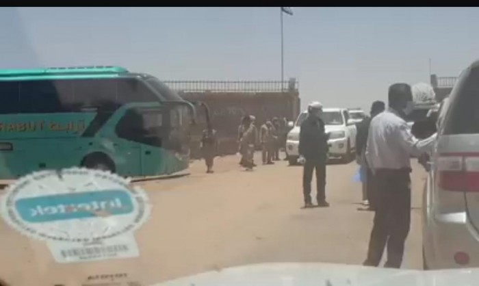 وصول أول دفعة من العالقين بالسعودية لمنفذ الوديعة