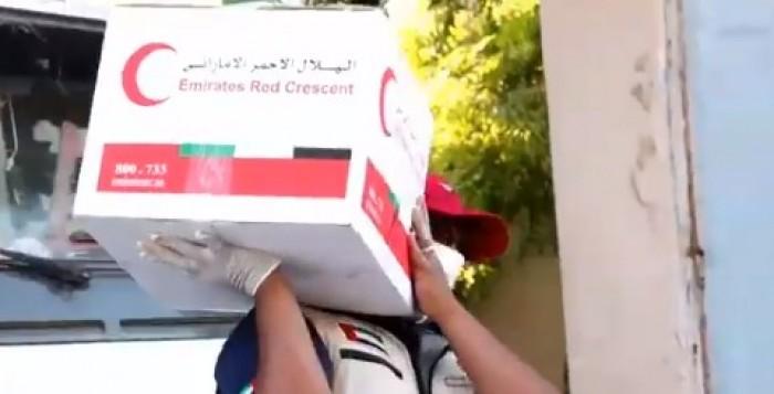 هلال الإمارات يوزع 1500 سلة غذاء بساحل حضرموت