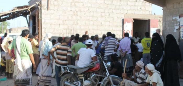 احتجاج على غياب الوقاية خلال توزيع المساعدات بتبن