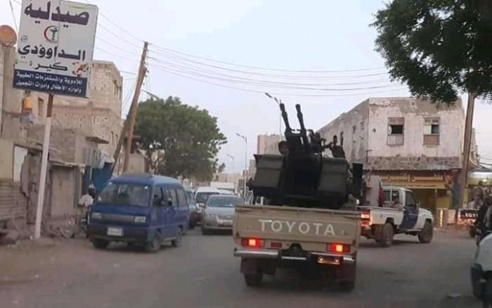 بالصور.. انتشار قوات العاصفة بشوارع عدن لمنع الفوضى