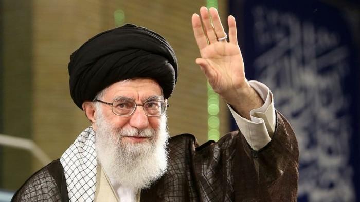 سياسي عراقي يسخر من خامنئي.. لهذا السبب