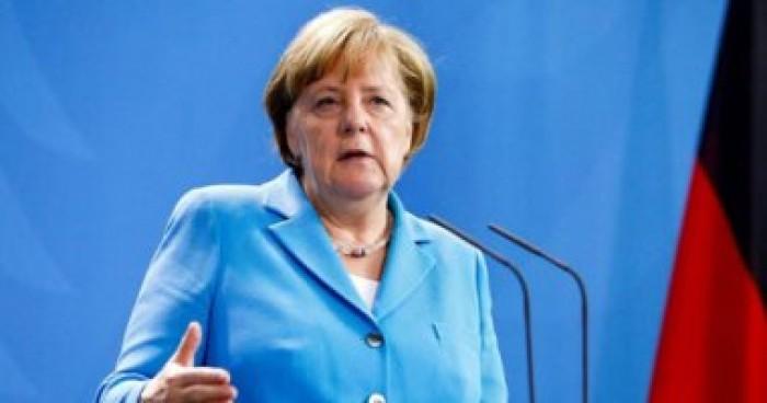 ميركل تطالب ألمانيا بمساعدة جيرانها في الاتحاد الأوروبي