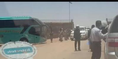 مقابل رشاوى.. المئات يعبرون الوديعة دون إجراءات كورونا