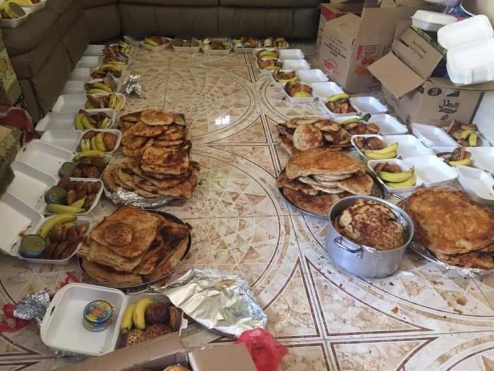 تسيير أكبر قافلة إفطار شعبية لجبهات الضالع (صور)